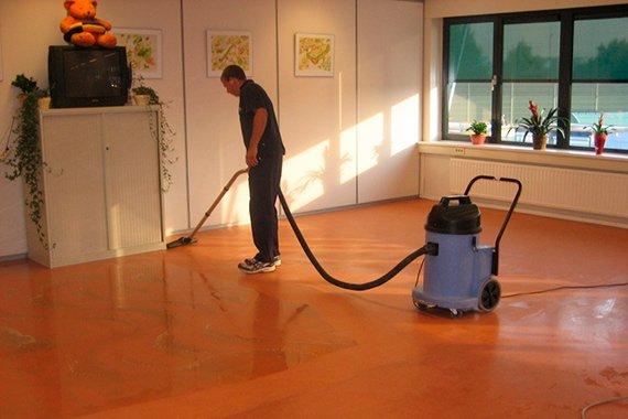Linoleum Vloer Onderhoud : Linoleum marmoleum schoonmaken den haag westland e o