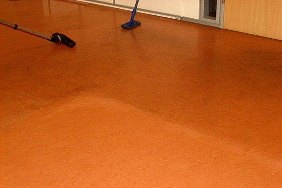 Linoleum Vloer Onderhoud : Linoleum marmoleum onderhoud den haag westland e o